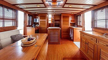 Yachts and Boats interior varnishing Mallorca