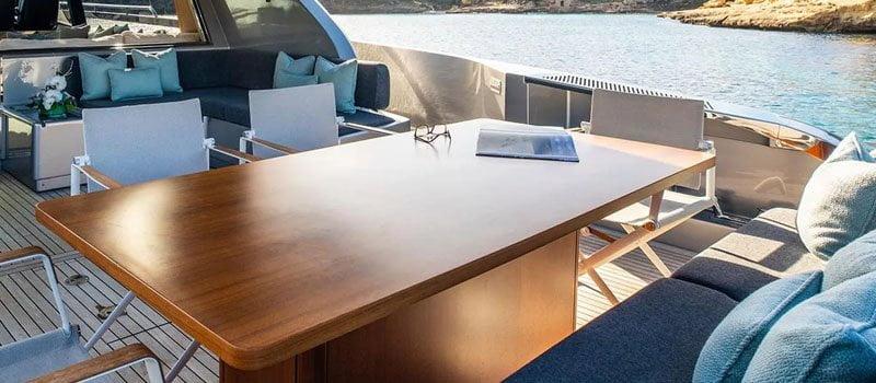 reparación de muebles de exterior para yates y barcos